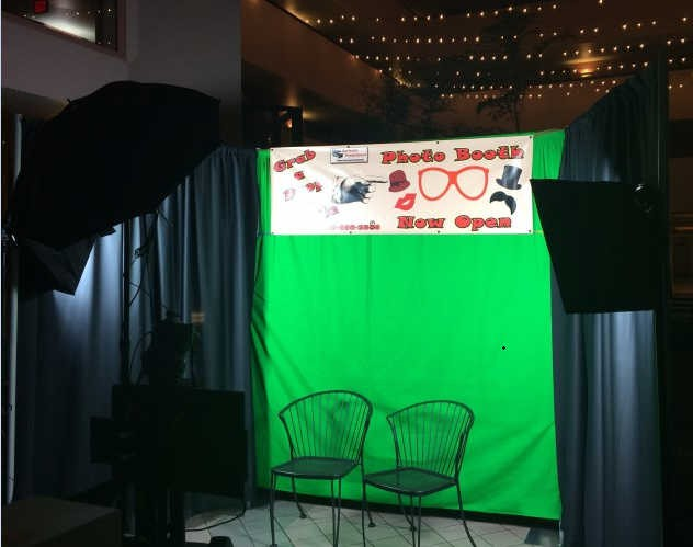 Pipe-And-Drape-Green-Screen-Photobooth